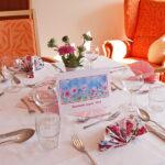 Gedeckter Tisch im Speisesaal